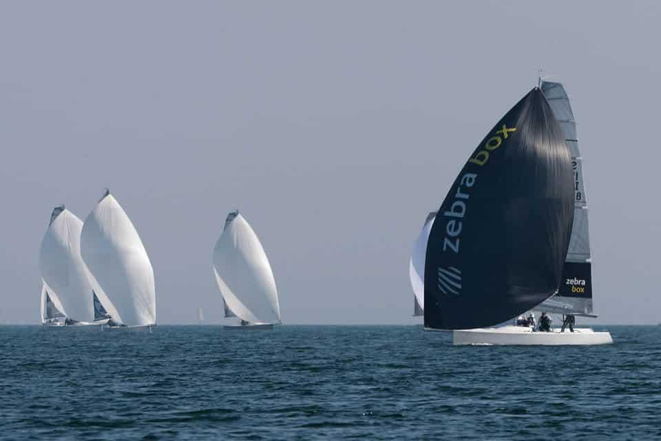 Paul Ambroise Sevestre, s'impose avec Zebrabox à l'European Open des Esse 850 sur le lac de Garde