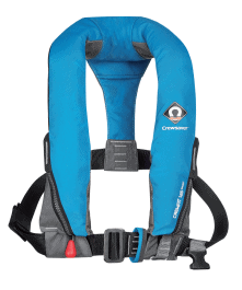 Le gilet Crewfit 165 Sport utilise la dernière technologie 3D pour assurer un niveau de confort maximal. C'est le gilet 3D d'entrée de gamme. Il offre une flottabilité de 165 N (plus que 16 kg) avec les avantages suivants : •Court et compact • Housse robuste avec fermeture pratique par zip • Harnais de sécurité avec boucle en textile (pour version avec harnais) • Jambières ajustables