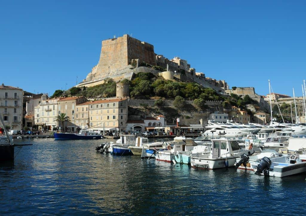 Explorer la Corse à bord de son voilier