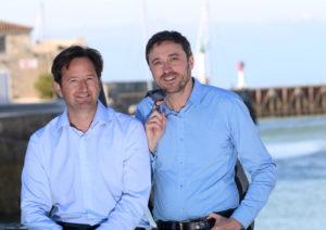 """Stephan Constance et Xavier Desmarest  fondateur et co fondateur de """" Grand large Yachting""""  Stephane constance en chemise bleue foncee et veste."""